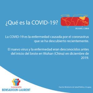 Placa que contiene texto sobre la COVID-19