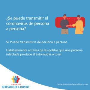 Placa con texto sobre trasmisión del coronavirus de persona a persona